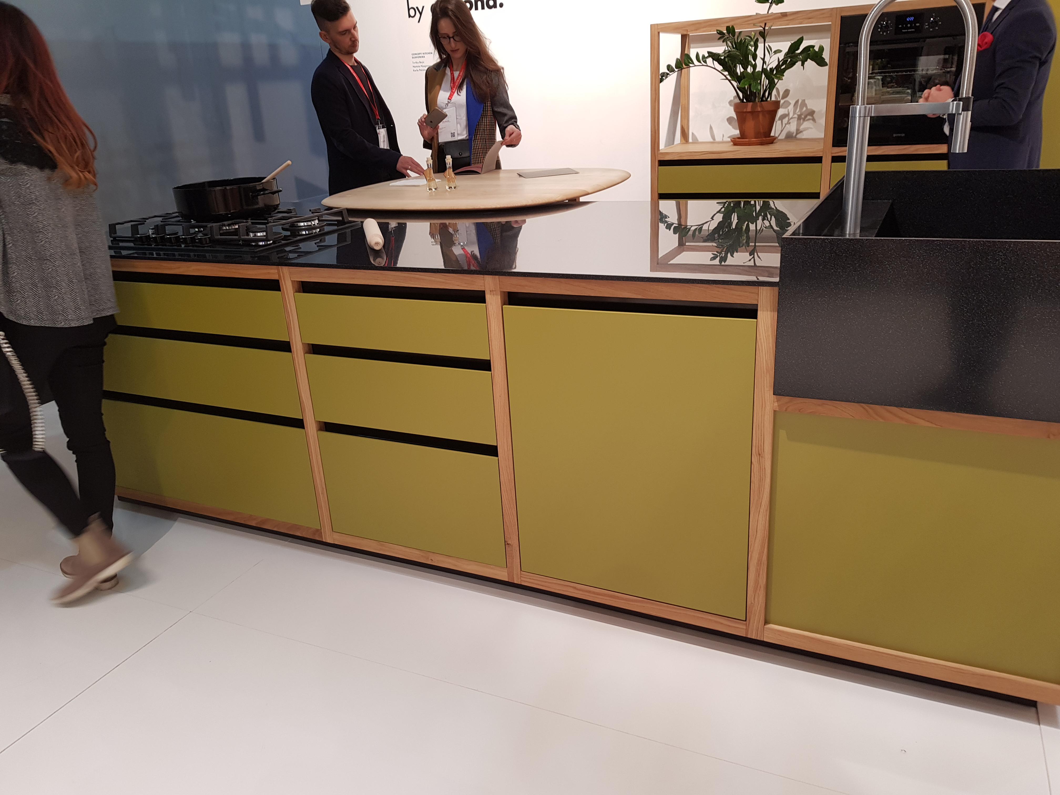 Contemporary Kitchen Handleless Design in Olive Green